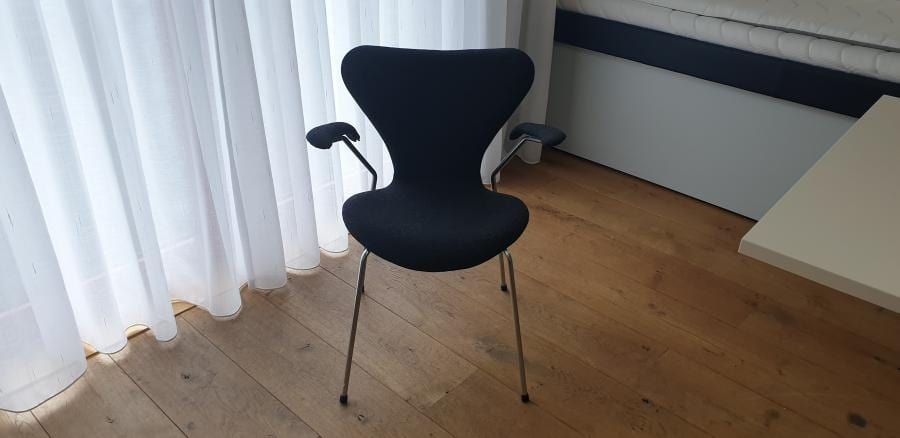 Arne Jacobsen Vlinderstoel  - Refurbished